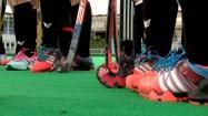 Nogi graczy hokeja na trawie