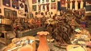 Sklep z figurkami drewnianymi
