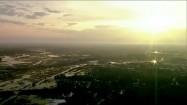 Roztopy - lasy i pola o wschodzie słońca