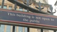 Wydział Historyczny Uniwersytetu Oksfordzkiego - napis na bramie