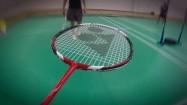 Gra w badmintona - podnoszenie lotki