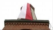 Flaga Polski na latarni morskiej w Niechorzu