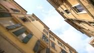 Kamienice z okiennicami