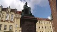 Pomnik Aleksandra Fredry przy wrocławskim ratuszu
