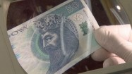 Banknot pod lupą