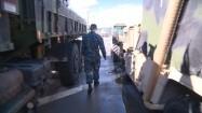 Żołnierz na pokładzie wojskowego okrętu