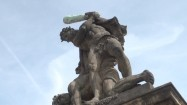 Rzeźba przed zamkiem królewskim w Pradze