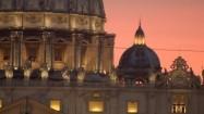 Fasada Bazyliki św. Piotra - posągi apostołów i zegar
