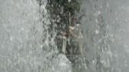 Woda tryskająca z fontanny