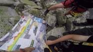 Turyści przeglądający mapę Tatr