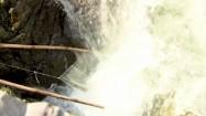 Połów ryb przy wodospadzie