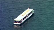 Statek wycieczkowy na wodzie