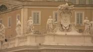 """Figury świętych i mozaika """"Mater Ecclesiae"""" w Watykanie"""