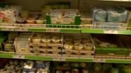 Produkty na półkach sklepowych