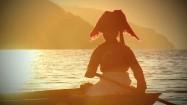 Kobieta Mosuo w łodzi na jeziorze Lugu Hu