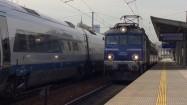 Pociąg wjeżdżający na stację kolejową