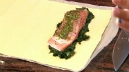Filet łososia na płacie ciasta francuskiego