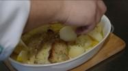 Ryba smażona serwowana z ziemniakami