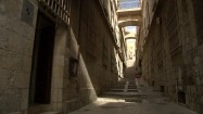 Wąska uliczka - schody między budynkami