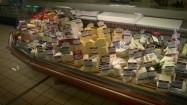 Stoisko w sklepie z serami