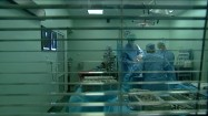Lekarze w sali operacyjnej