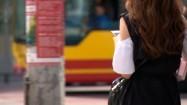 Kobieta z telefonem komórkowym