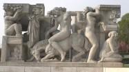 Rzeźba w ogrodach Trocadero w Paryżu