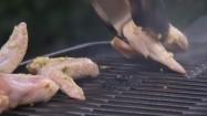 Grillowanie skrzydełek z kurczaka