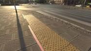 Przejście dla pieszych z podświetloną listwą