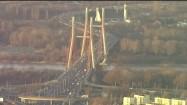 Ruch drogowy na Moście Siekierkowskim w Warszawie