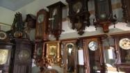 Zegary wiszące na ścianie