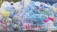 Plastikowe odpady w koszu