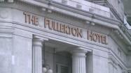 Hotel Fullerton w Singapurze - napis