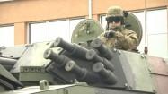 Żołnierz w wozie opancerzonym