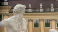 Rzeźba przed pałacem Schönbrunn w Wiedniu