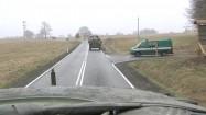 Konwój transporterów opancerzonych