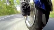 Koło motocykla w trakcie jazdy