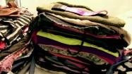 Ubrania ułożone w stos
