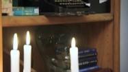 Półki z bibelotami