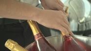 Otwieranie butelek z winem musującym
