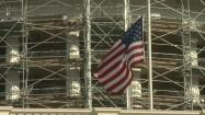 Flaga USA na tle rusztowania