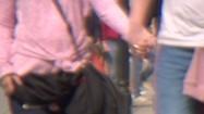 Para trzymająca się za ręce