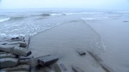 Nadmorska plaża po przejściu orkanu