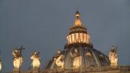 Podświetlona kopuła Bazyliki św. Piotra