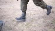 Biegnący żołnierze