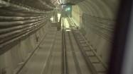 Metro przejeżdżające w podziemiach