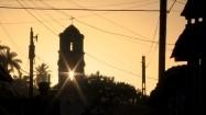 Wieża kościelna o zachodzie słońca