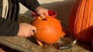 Wycinanie lampionu z dyni