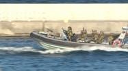 Płynąca łódź motorowa typu RIB