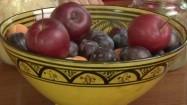 Owoce w malowanej misce